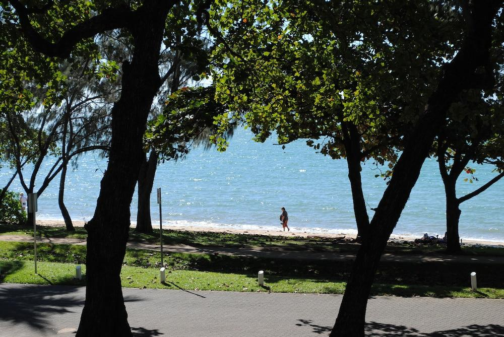 image 1 at BeachView Apartments at Villa Paradiso by 111-113 Williams Esplanade Palm Cove QLD Queensland 04879 Australia