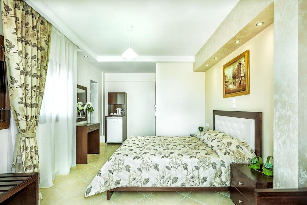 image 1 at Anna Maria Paradise by Pefkochori Kassandra Eastern Macedonia and Thrace 63085 Greece