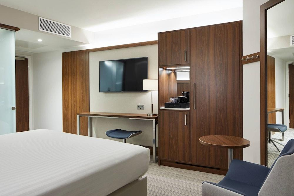 image 1 at Courtyard by Marriott Oxford City Centre by 15 Paradise Street Oxford England OX1 1LD United Kingdom