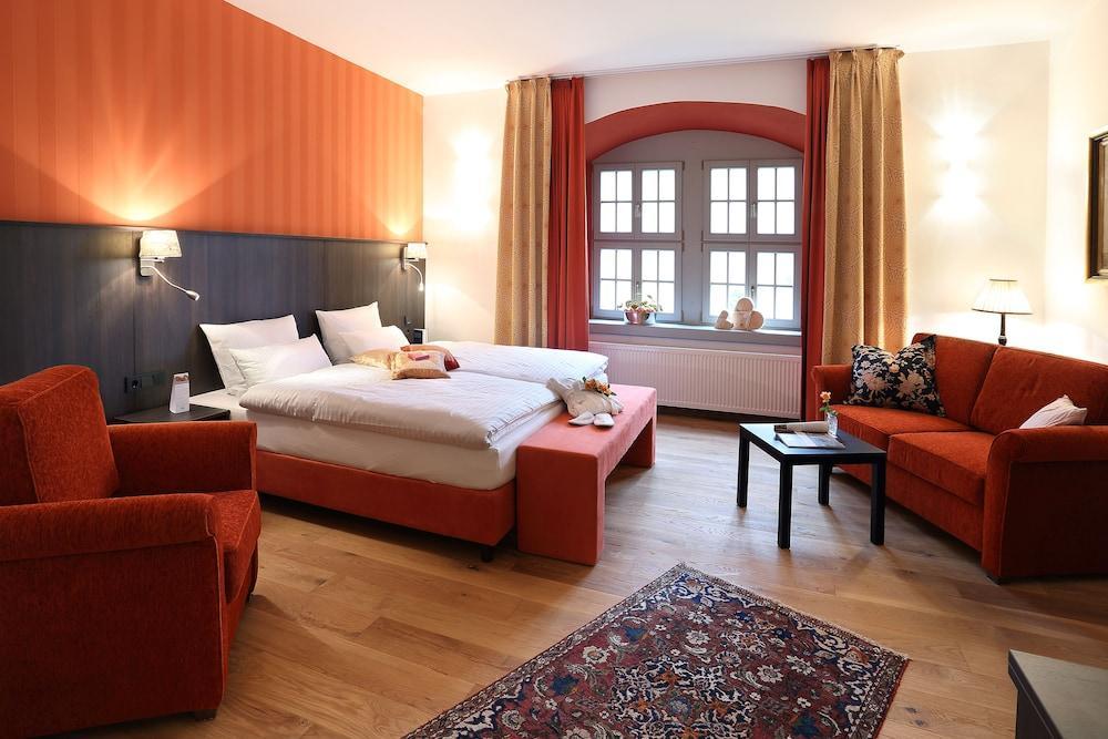 image 1 at Hotel Garni Schloss Schönberg by Schloßplatz 1 Bad Brambach 08648 Germany
