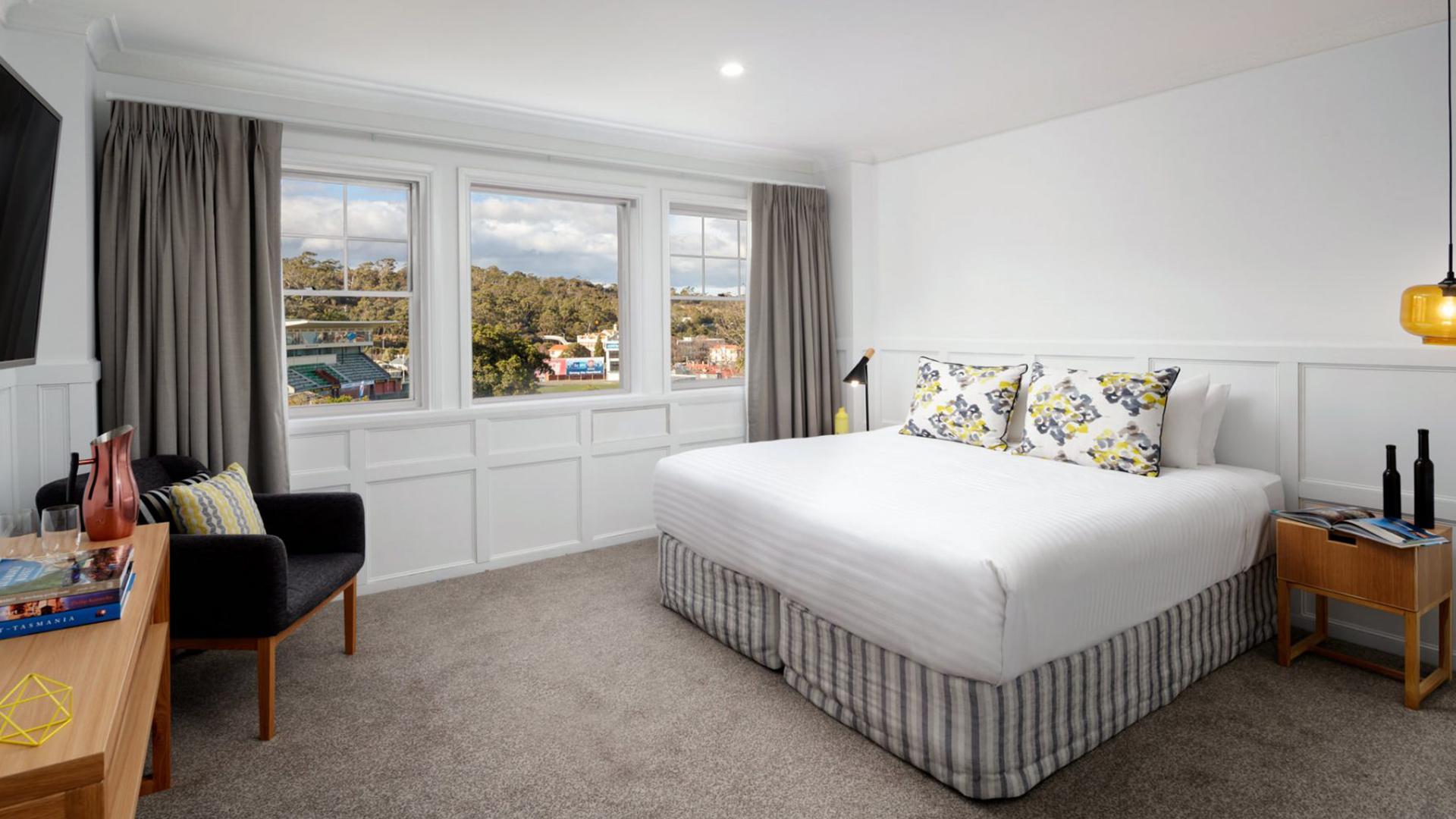Superior King Room image 1 at Rydges Hobart by Hobart City Council, Tasmania, Australia