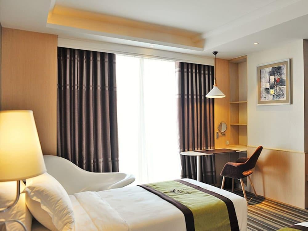 image 1 at The Bazaar Hotel by 5 Ratchadapisek 30, Phaholyothin Chatuchak Bangkok 10900 Thailand
