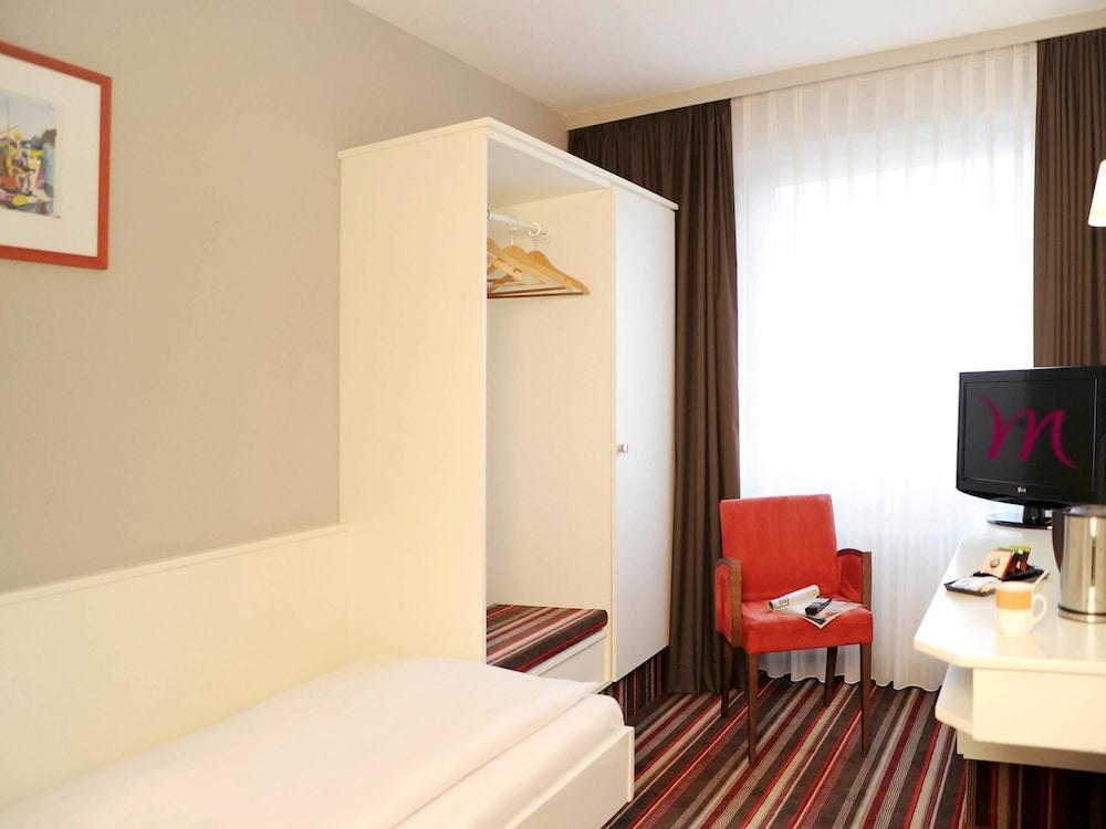 image 1 at Mercure Hotel Bad Homburg Friedrichsdorf by Im Dammwald 1 Friedrichsdorf HE 61381 Germany