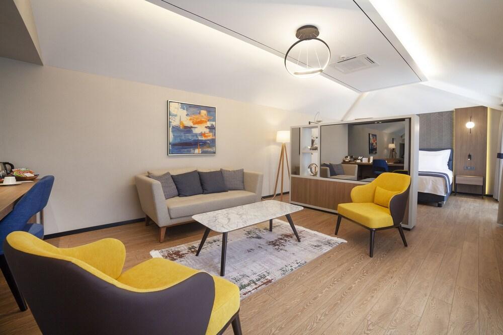 image 1 at Granbella Hotel by Cinarli Mahallesi Koprubasi Caddesi No:13/A Tekirdag Tekirdag 59200 Turkey