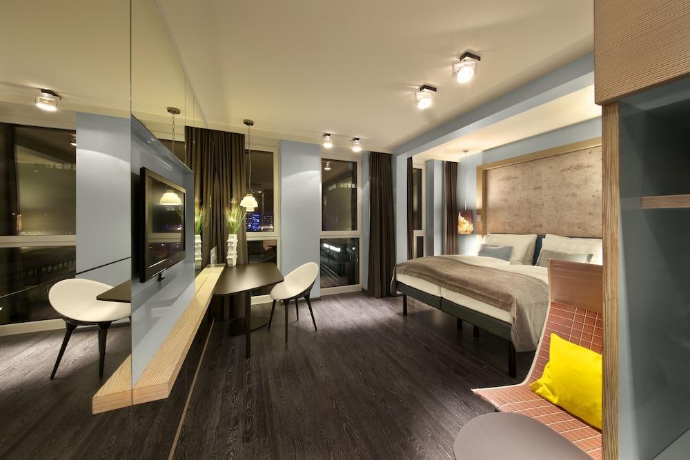 image 1 at Hotel Indigo Berlin – Alexanderplatz by Bernhard-Weiss-Str. 5 Berlin BE 10178 Germany