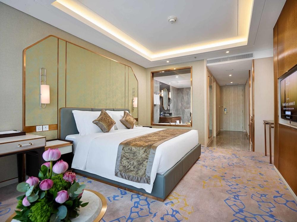 image 1 at Vinpearl Luxury Landmark 81 by 720A Dien Bien Phu, Ward 22 Binh Thanh District Ho Chi Minh City 700000 Vietnam