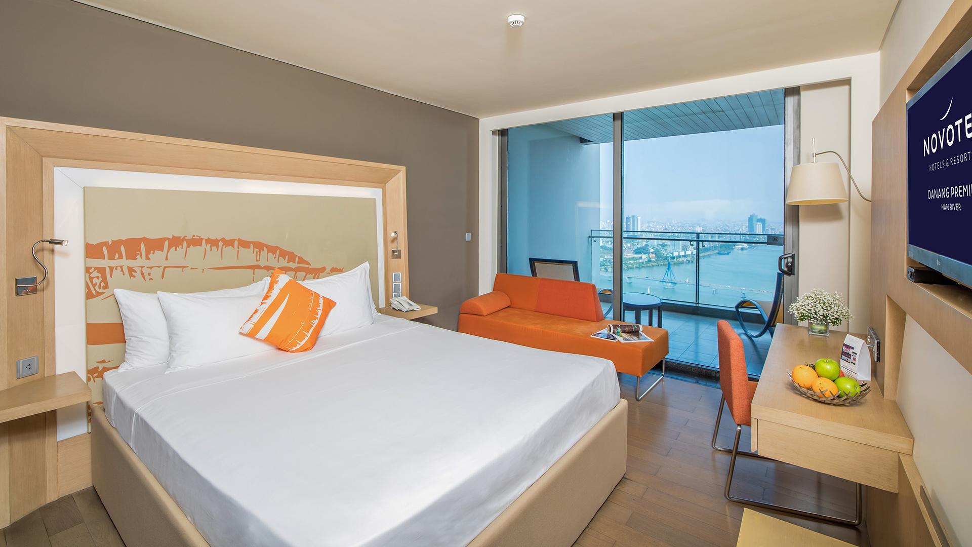 Superior Room  image 1 at Novotel Danang Premier Han River by Q. Hải Châu, Đà Nẵng, Vietnam