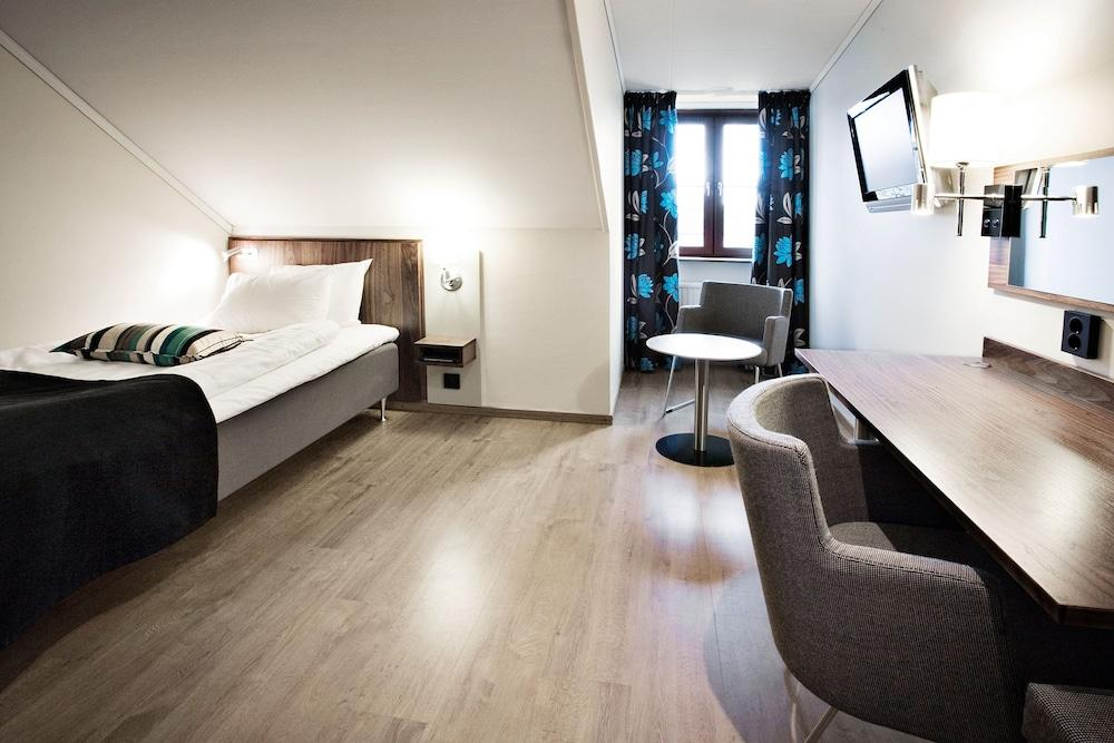 image 1 at Clarion Collection Hotel Kung Oscar by Drottninggatan 17 Trollhattan 461 32 Sweden