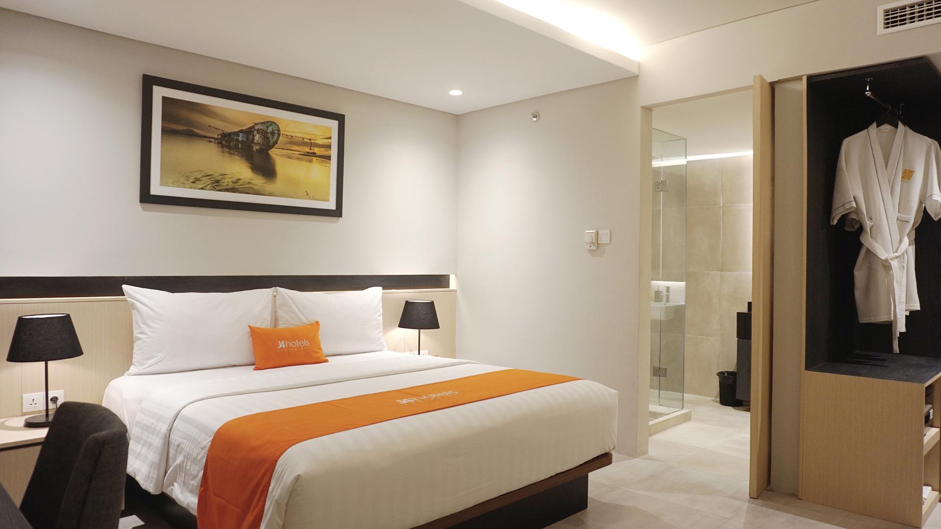 Grand Superior Room image 1 at J4 Hotels Legian by Kabupaten Badung, Bali, Indonesia