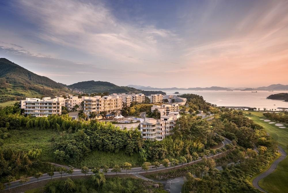 image 1 at The Ananti Namhae by 40-109, Namseo-daero 1179beon-gil Nam-myeon Namhae South Gyeongsang 668-862 South Korea