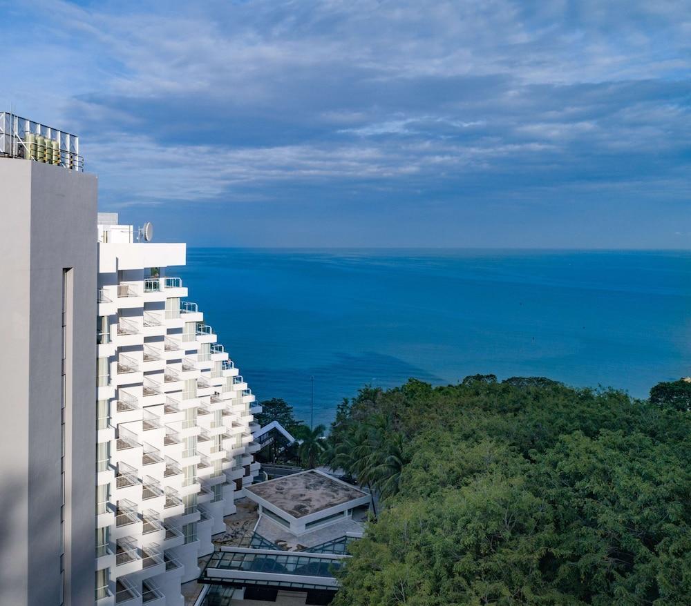 image 1 at DoubleTree Resort by Hilton Hotel Penang by 56 Jalan Low Yat, Batu Ferringhi George Town Penang 11100 Malaysia
