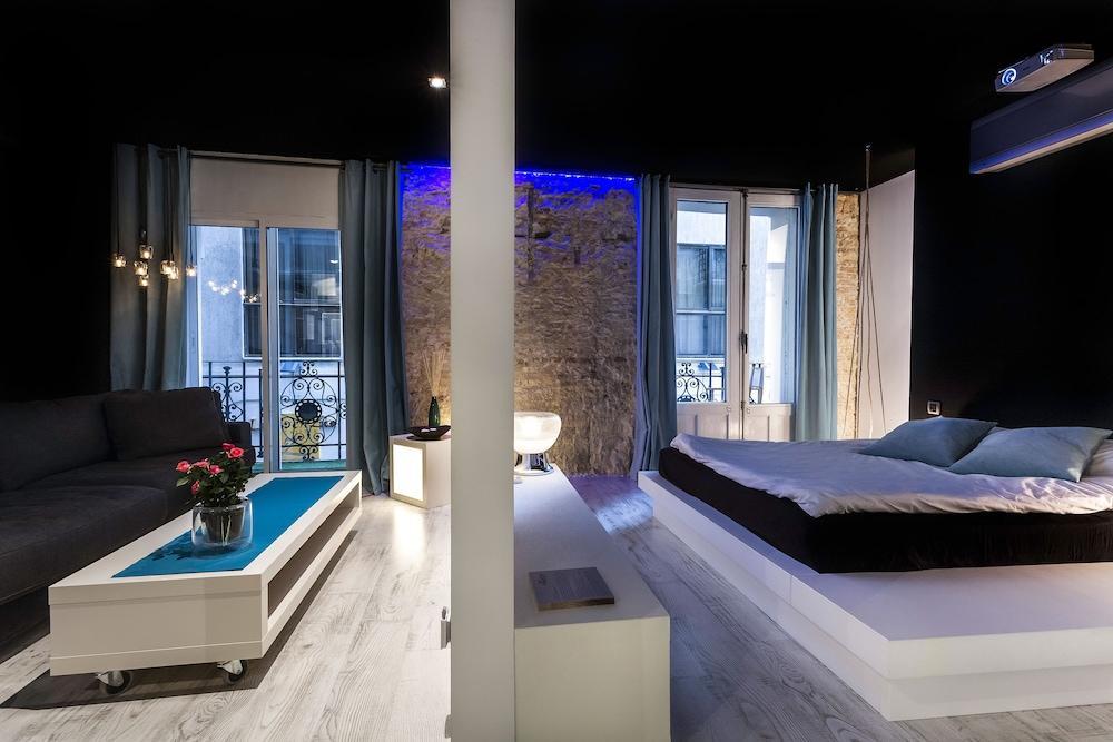 image 1 at Zrooms&Suites Hostel Boutique by CALLE SANTIAGO 5 Entrada desde Pasaje Ciclón Zaragoza 50003 Spain