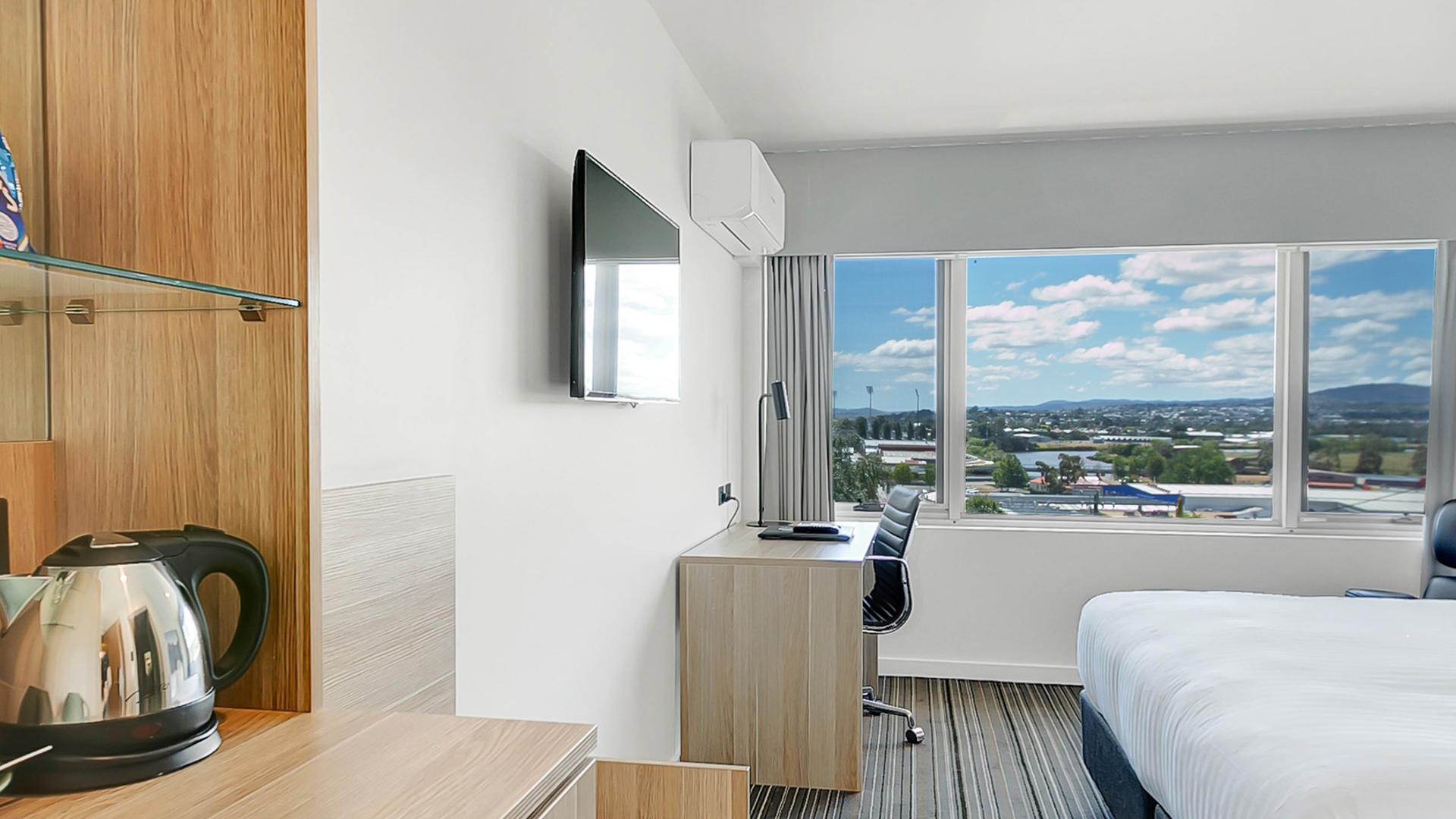 Superior Queen Room image 1 at Mercure Launceston by Launceston City Council, Tasmania, Australia