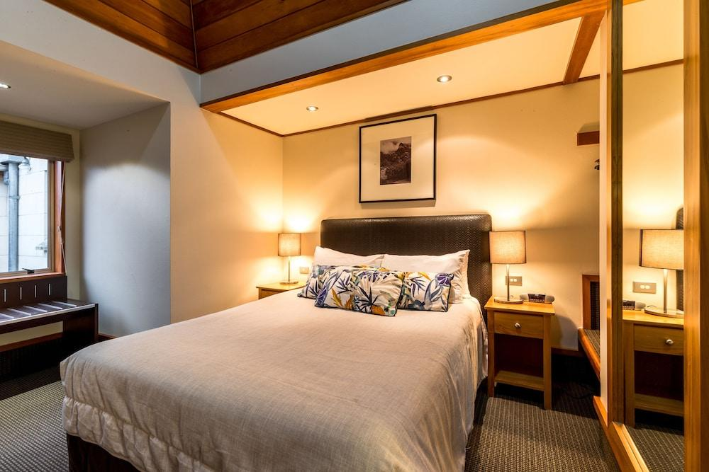 image 1 at Distinction Te Anau Hotel And Villas by 64 Lakefront Terrace Te Anau 9681 New Zealand