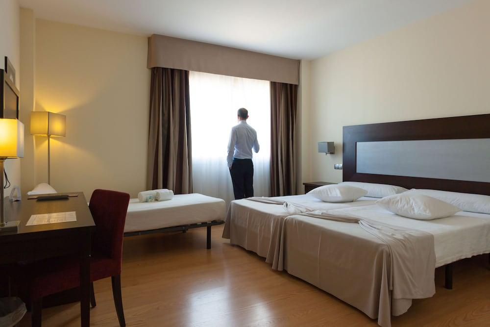 image 1 at Hotel Las Bovedas by Autovía Madrid-Lisboa, km 405.7 Badajoz Badajoz 6006 Spain