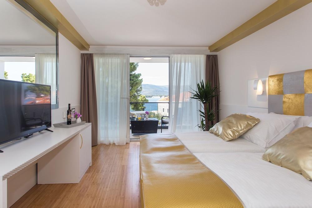 image 1 at Beach Hotel & Villa Sv Kriz by Cesta Domovinske Zahvalnost 1 Trogir 21224 Croatia