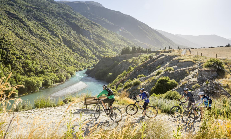 Bike tour of Gibbston Valley