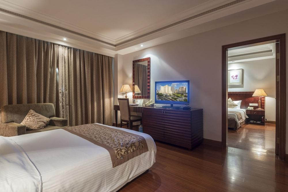 image 1 at Sanya Baohong Hotel by No. 18 Haiyun Road Dadonghai Tourism Area Sanya Hainan 572000 China