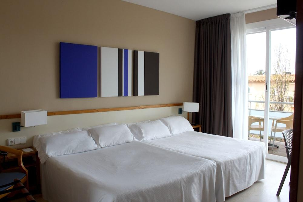 image 1 at Hotel Subur Maritim by Paseo Marítimo, s/n Sitges 08870 Spain