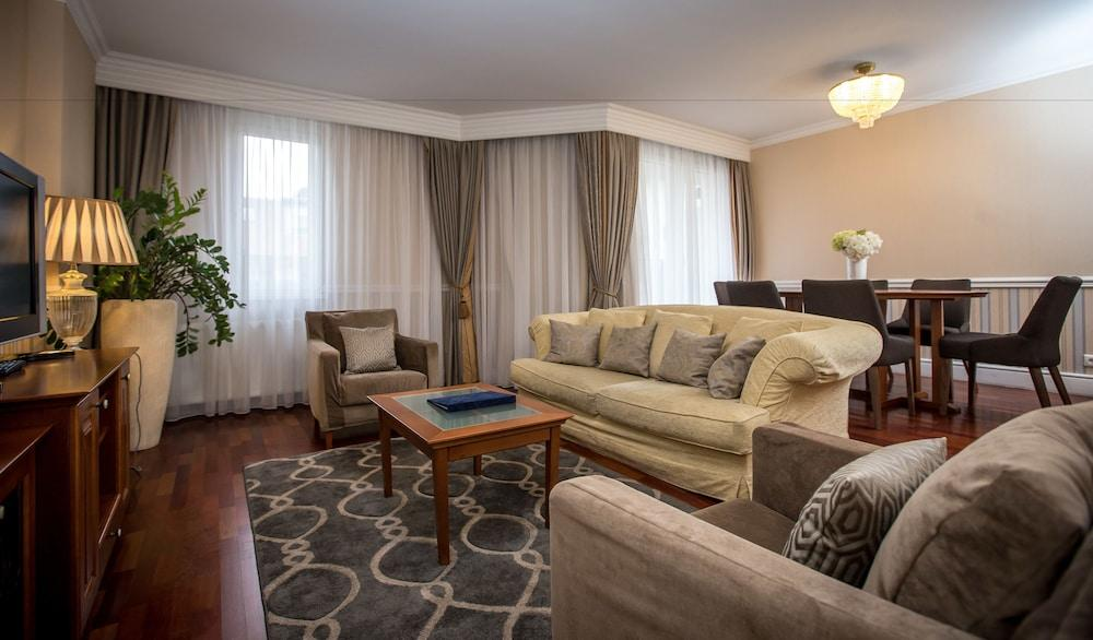image 1 at Queen's Court Hotel &Residence by Dob Utca 63 Budapest 1074 Hungary