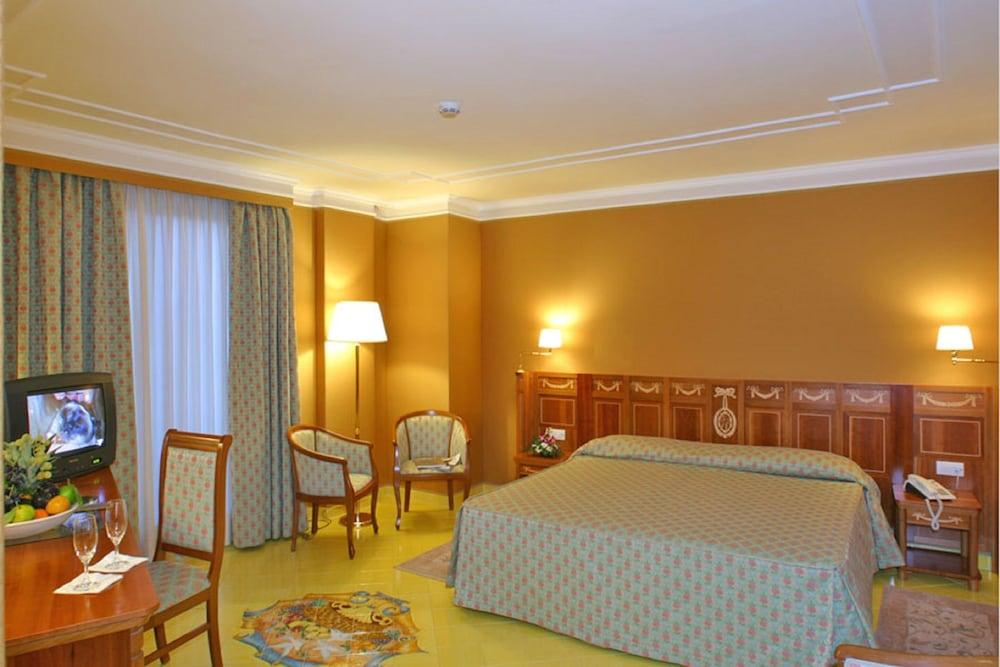image 1 at Grand Hotel La Pace by Via Tordara 10 Sant'Agnello NA 80065 Italy