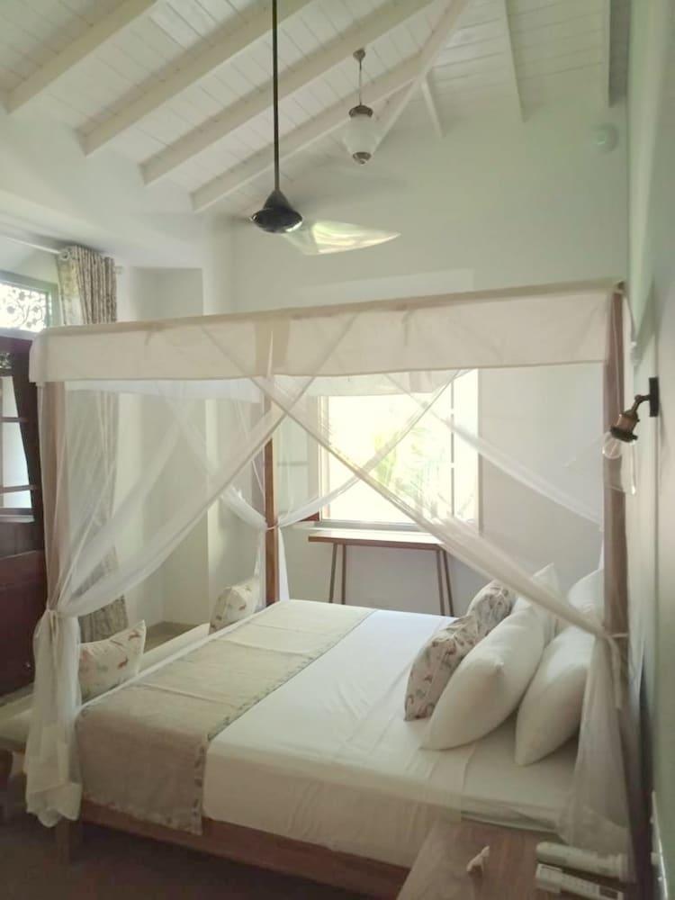image 1 at Kumbura Villa Galle by Polhena Angulugaha Imaduwa Southern Province 80122 Sri Lanka