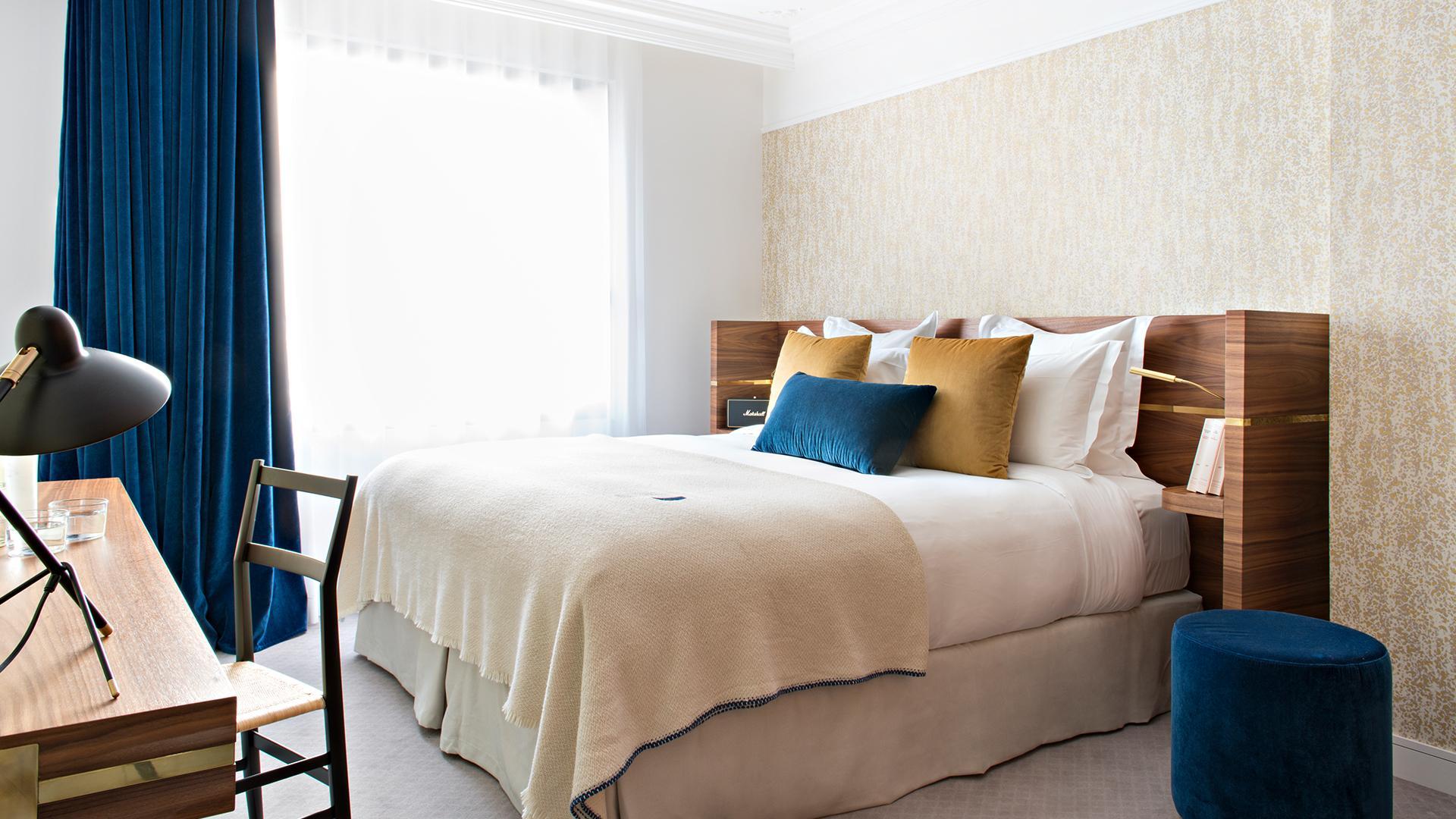Deluxe Room image 1 at Hotel Parister by Arrondissement de Paris, Île-de-France, France