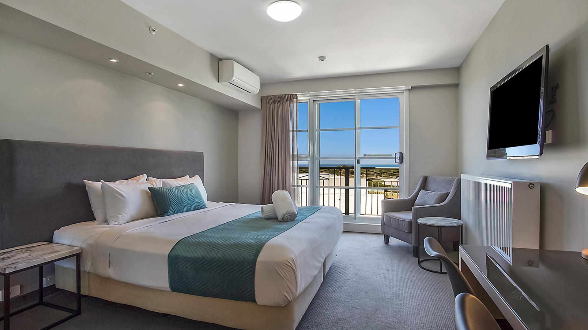 Ocean-View Studio King image 1 at Deep Blue Hotel & Hot Springs by Warrnambool City, Victoria, Australia