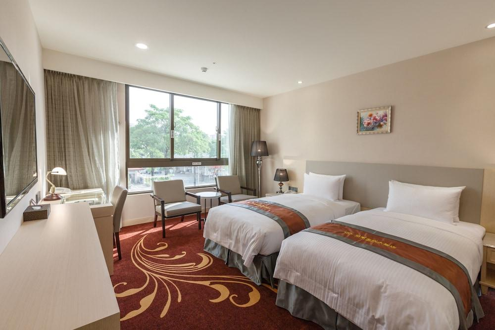 image 1 at Royal Gold Hotel by No. 288 Section 1, Guotai Road Fengshan District Kaohsiung 830 Taiwan