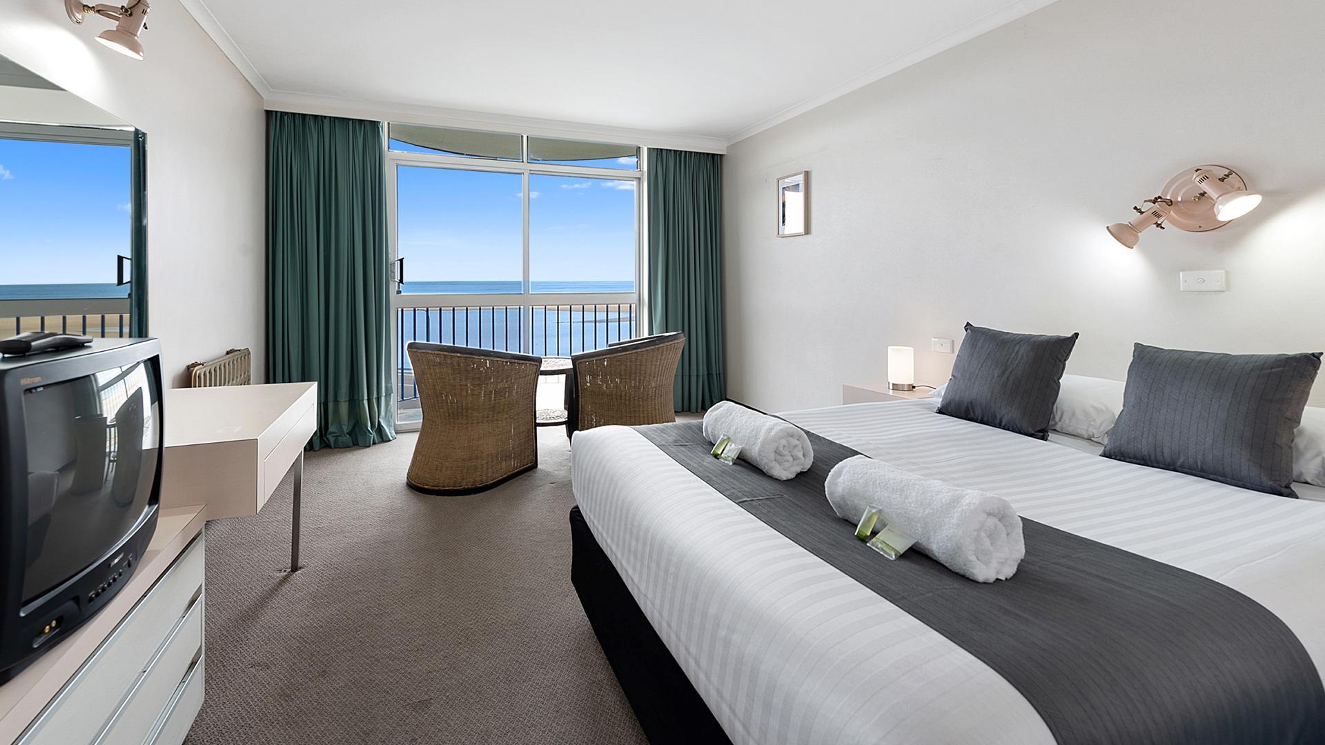 Ocean View Queen image 1 at Scamander Beach Resort by Break O'Day Council, Tasmania, Australia