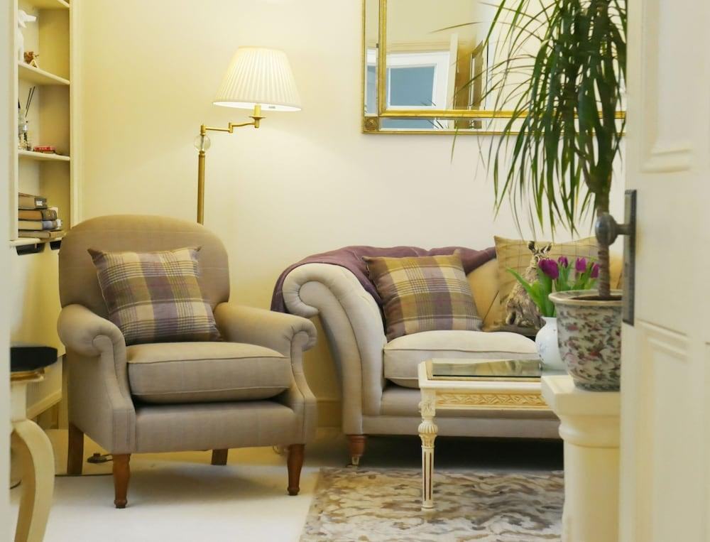 image 1 at Hesketh Crescent Apartment by 4A The Regency Hesketh Crescent Torquay England TQ1 2LJ United Kingdom