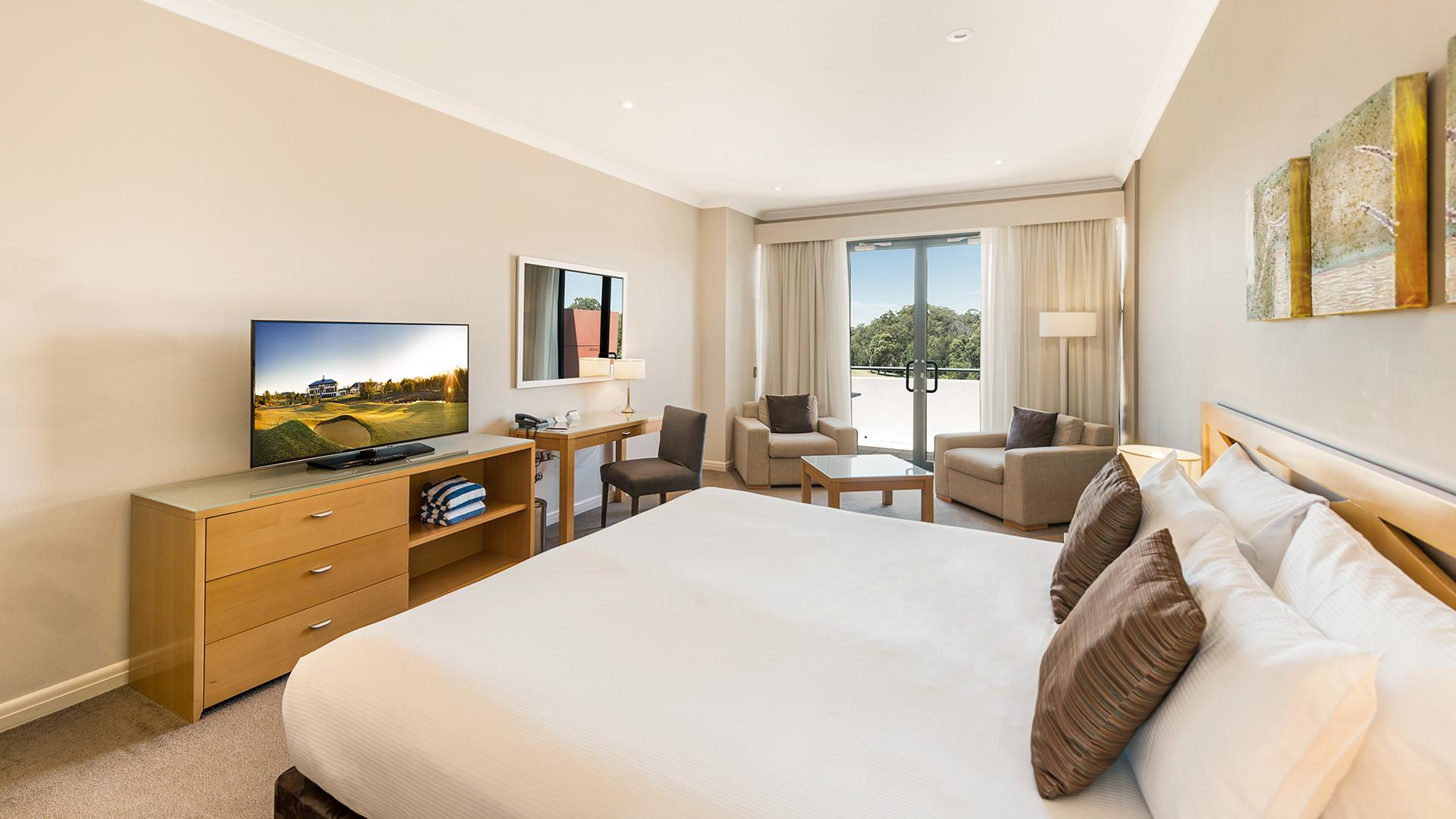 Golf View Standard King Room image 1 at Mercure Kooindah Waters Central Coast by Wyong Shire Council, New South Wales, Australia