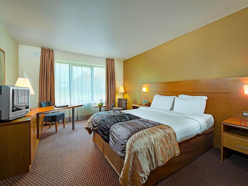 image 1 at Great National Ballykisteen Golf Hotel by Limerick Junction Tipperary Co Tipperary E34 VK12 Ireland