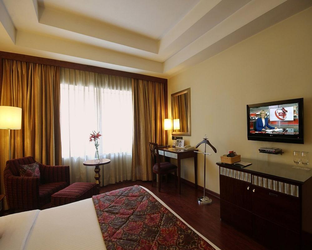 image 1 at Fortune Select JP Cosmos-Member ITC Hotel Group by No 49 Cunningham Crescent Road Behind Sigma Mall Bengaluru Karnataka 560052 India