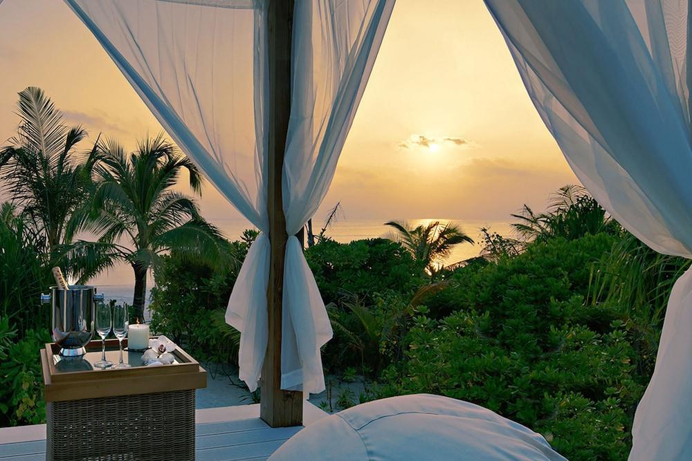 image 1 at Mövenpick Resort Kuredhivaru Maldives by Kuredhivaru Island Kuredhivaru Noonu Atoll 20026 Maldives