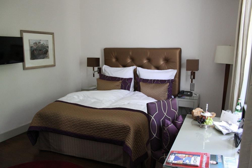 image 1 at Hotel Süllberg Karlheinz Hauser by Süllbergsterrasse 12 Hamburg HH 22587 Germany