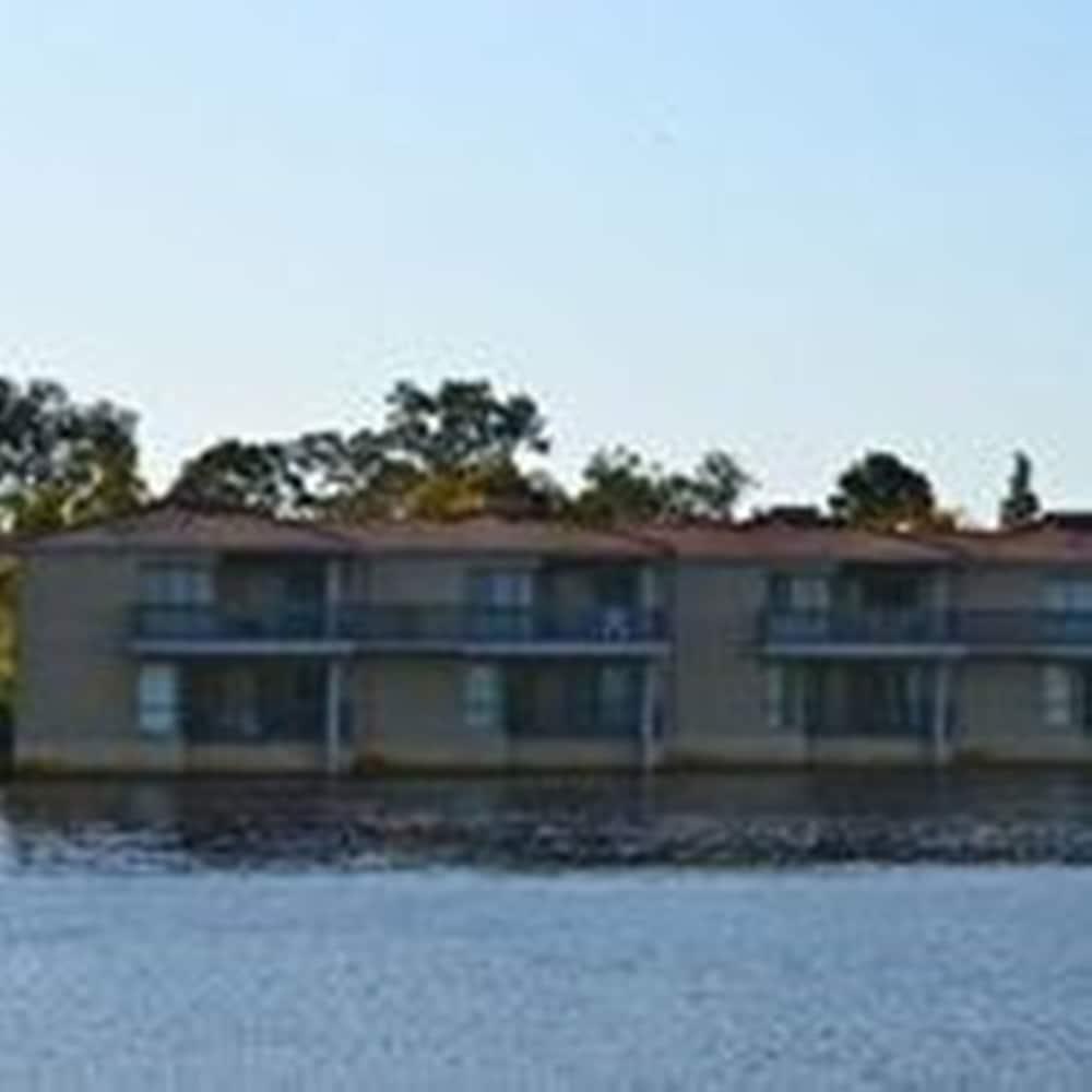 image 1 at Novotel Swan Valley Vines Resort by Verdelho Drive The Vines WA Western Australia 6069 Australia