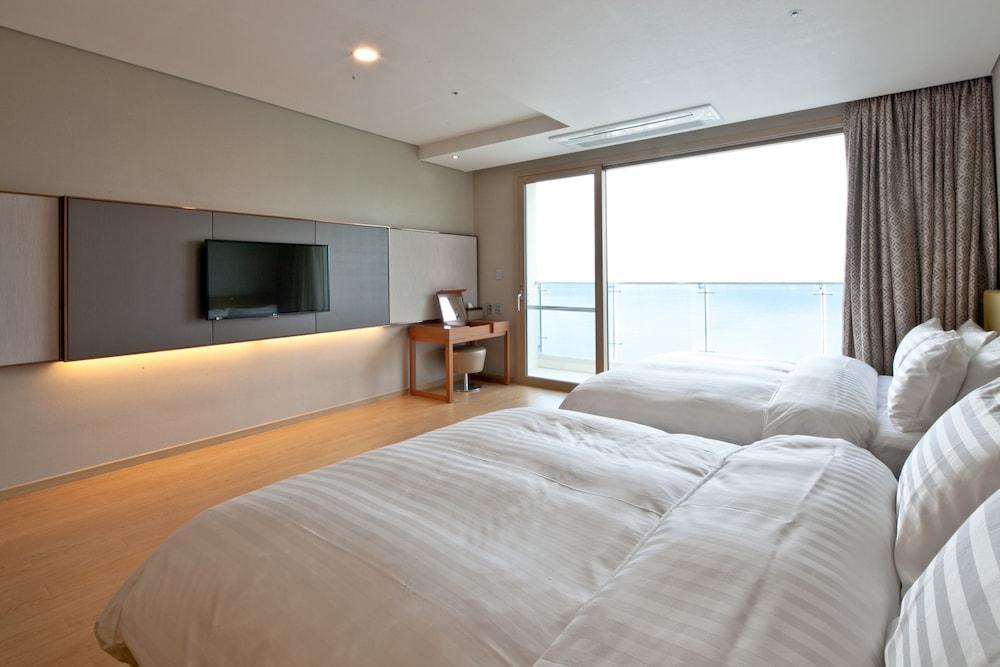 image 1 at Sono Calm Geoje (formerly Daemyung Resort Geoje Marina) by 2660, Geoje-daero, Irun-myeon Geoje South Gyeongsang 53326 South Korea