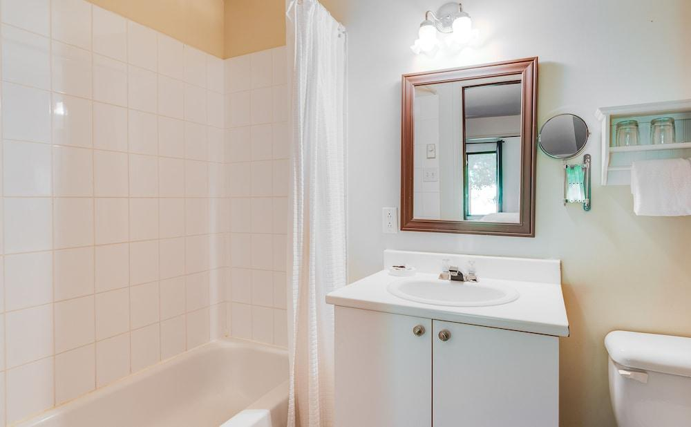 image 1 at Auberge Nuits St-Georges by 792 rue Shefford Bromont QC Quebec J2L 1C3 Canada
