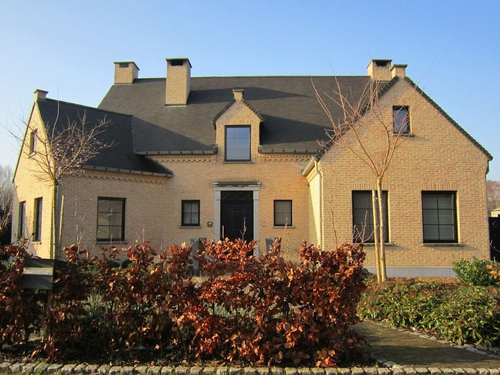 Beautiful Villa With Sauna and Jacuzzi in the Region Haspengouw