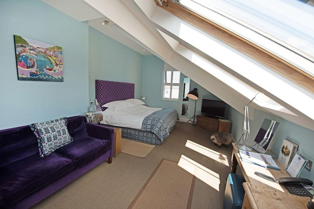 image 1 at Harbourmaster by Pen Cei Aberaeron Wales SA46 0BT United Kingdom