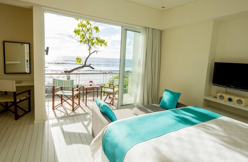 image 1 at Holiday Inn Resort Kandooma Maldives, an IHG Hotel by Kandooma Fushi, South Male Atoll Kandooma 23211 Maldives